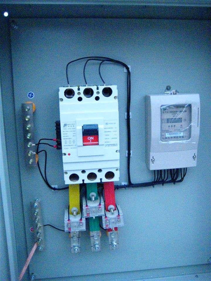 广西崇左供电公司免费为用户更换智能电表