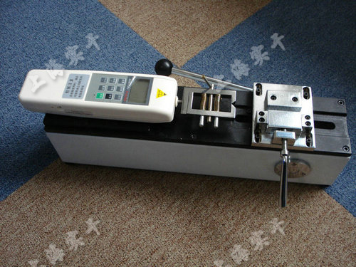 端子拉力试验机图片 (配SGHF数显推拉力计实验图)